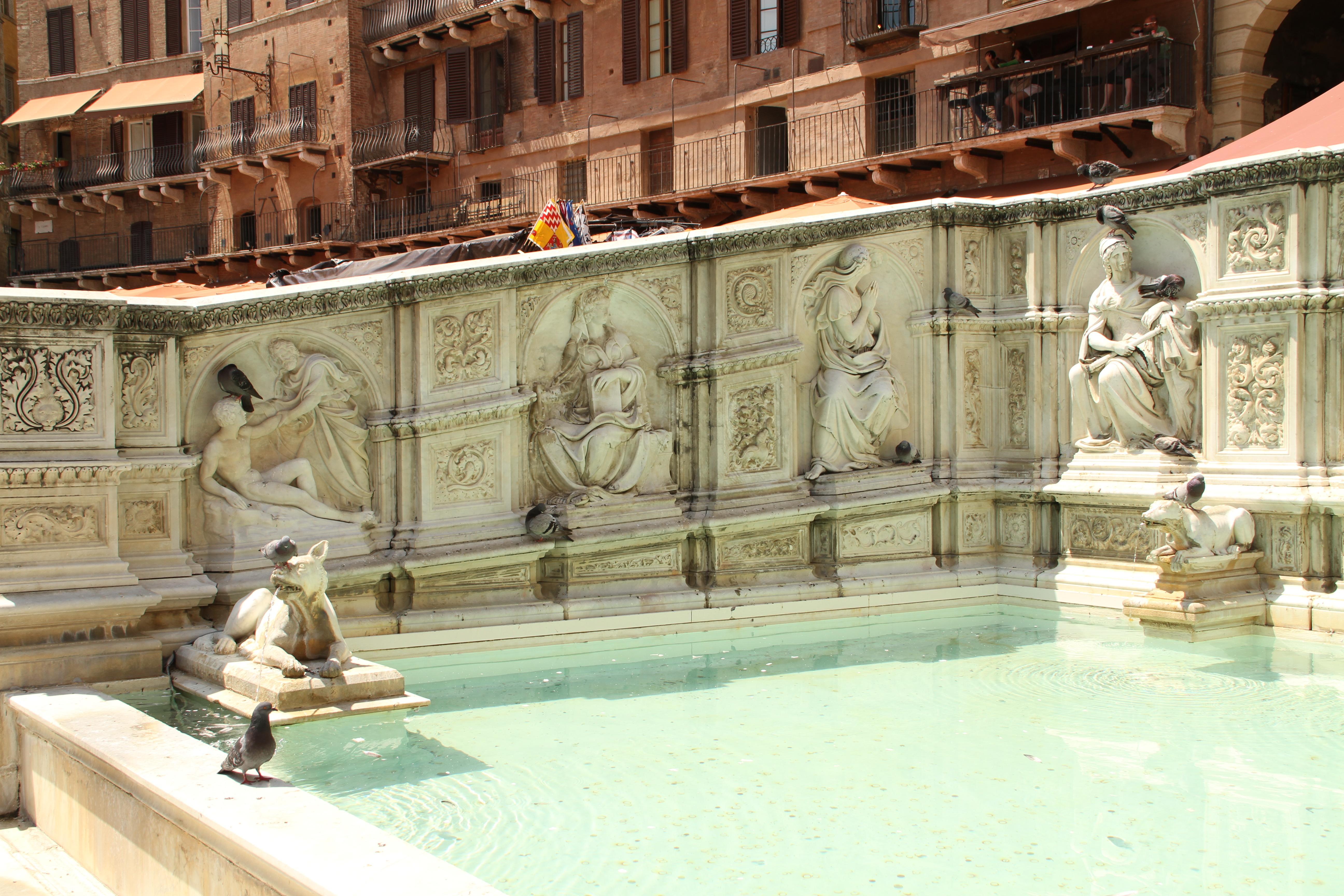 Siena, Fonte Gaia - 016.JPG
