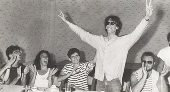 Por su destacada discografía, Calamaro (3ro) está considerado como una de las figuras más destacadas del rock argentino, junto a emblemas como Charly García, Fito Páez, Luis Alberto Spinetta y León Gieco. Foto de 1984.
