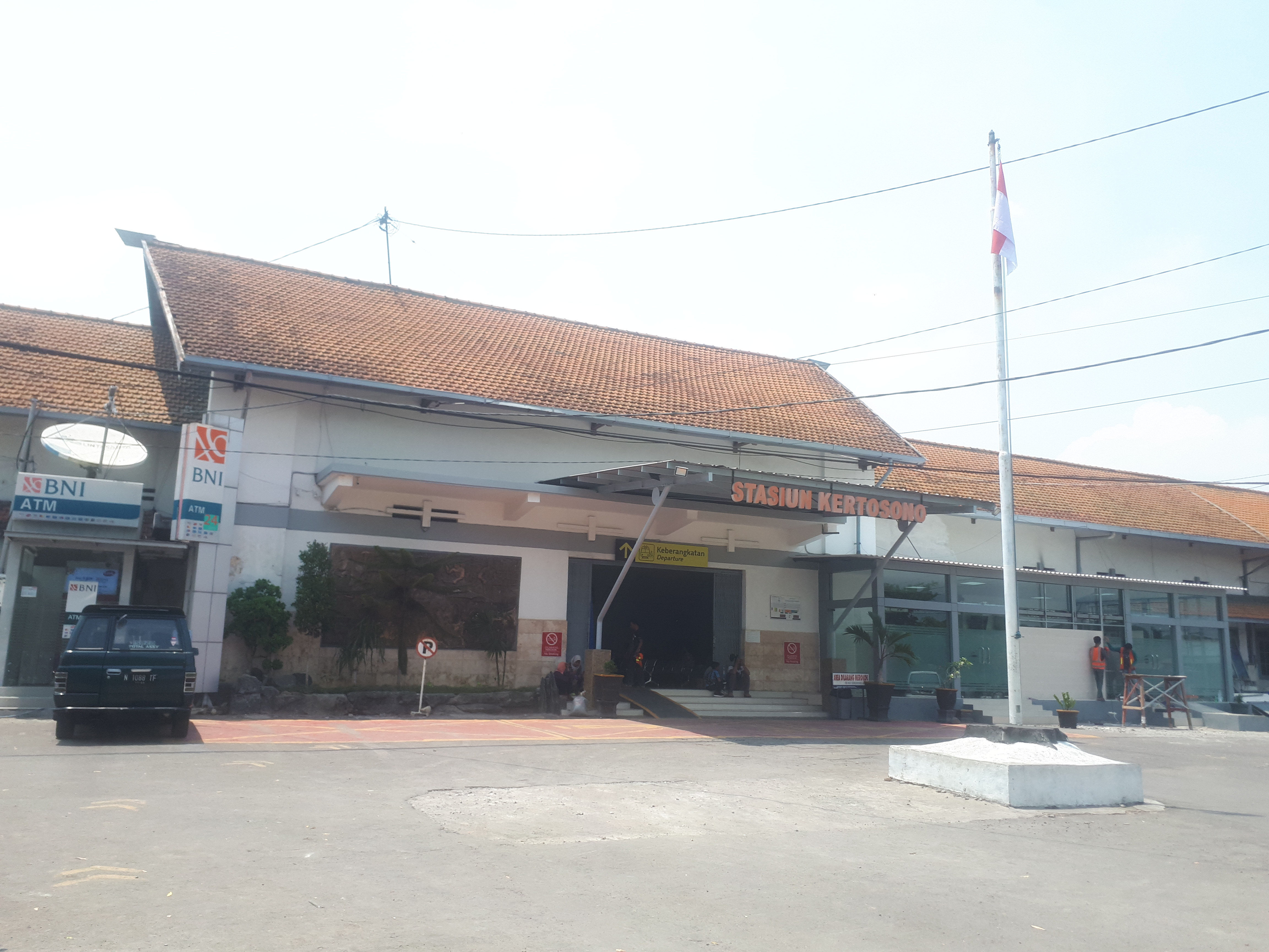 Met Parking Services >> Stasiun Kertosono Wikipedia Bahasa Indonesia Ensiklopedia
