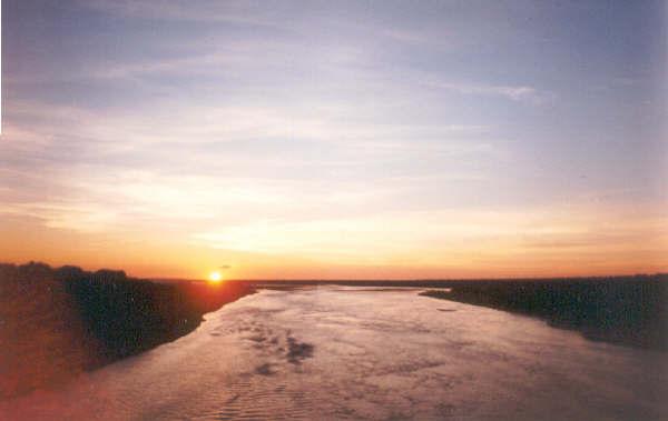 File:Sunshine Parapeti River.jpg