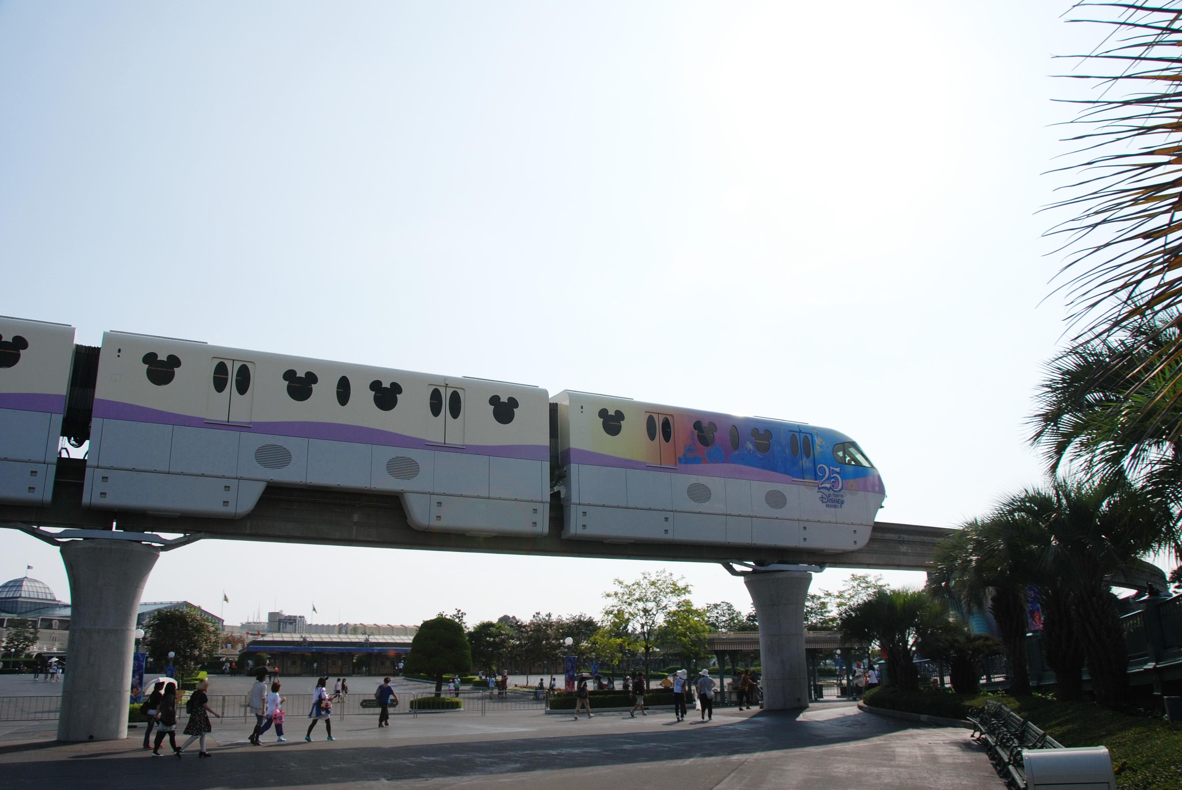 File:Tokyo Disneyland resort Monorail.jpg - Wikimedia Commons