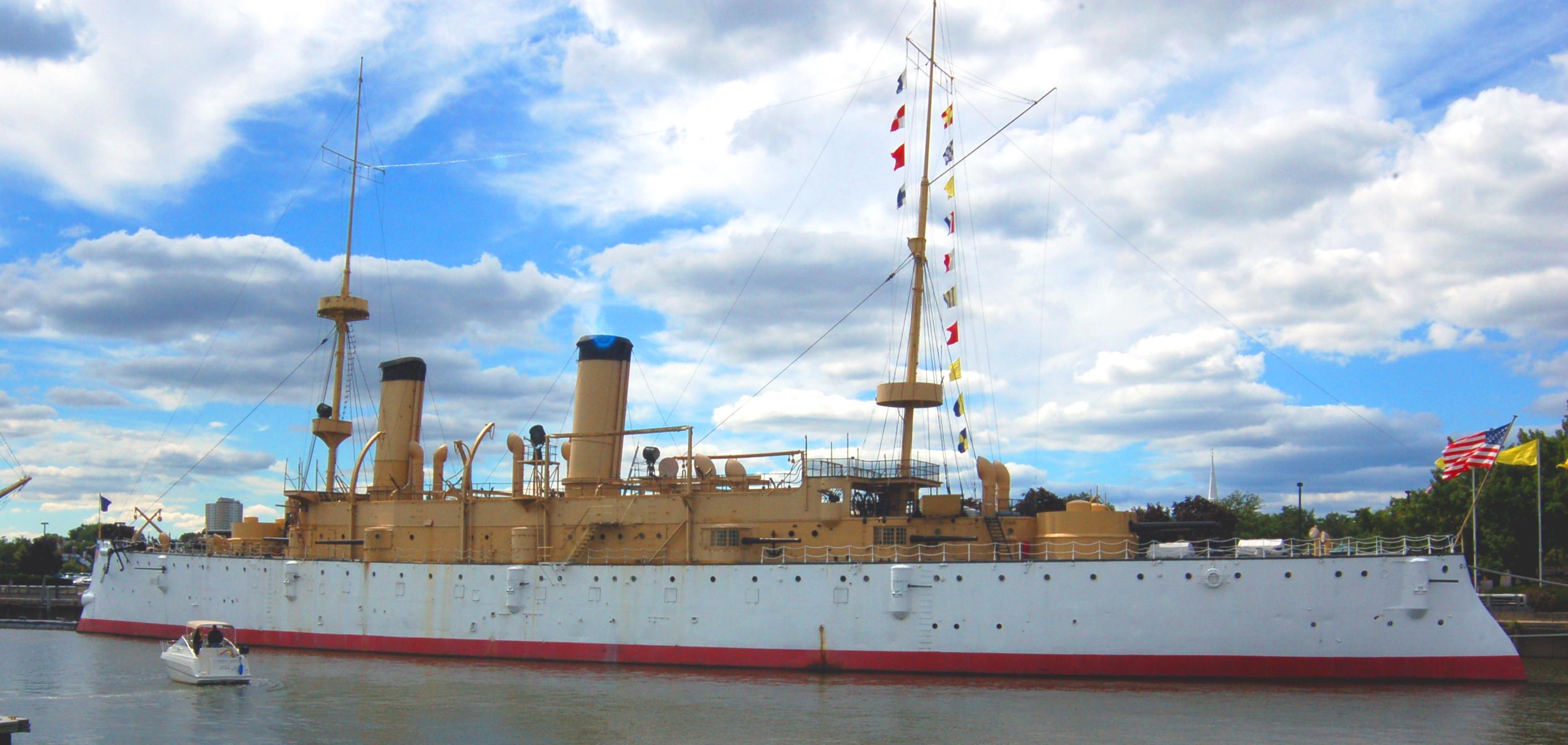 https://upload.wikimedia.org/wikipedia/commons/5/5b/USS_Olympia_2.jpg
