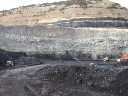 File:Uncovered Coal Seams.jpg