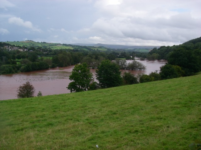 Usk floodplain in flood conditions - geograph.org.uk - 951150