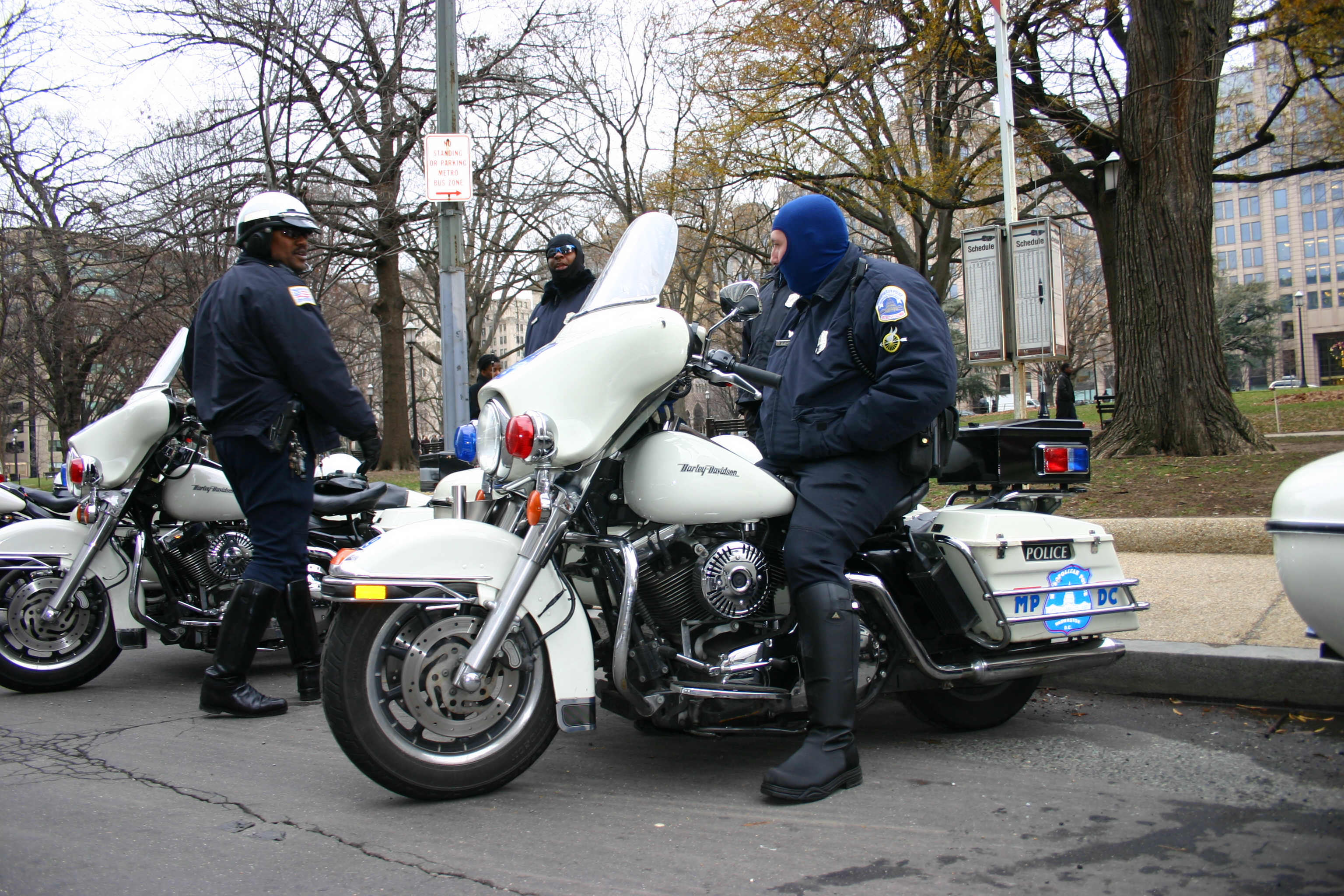 File:Washington D.C. police on Harley Davidson police cruisers with