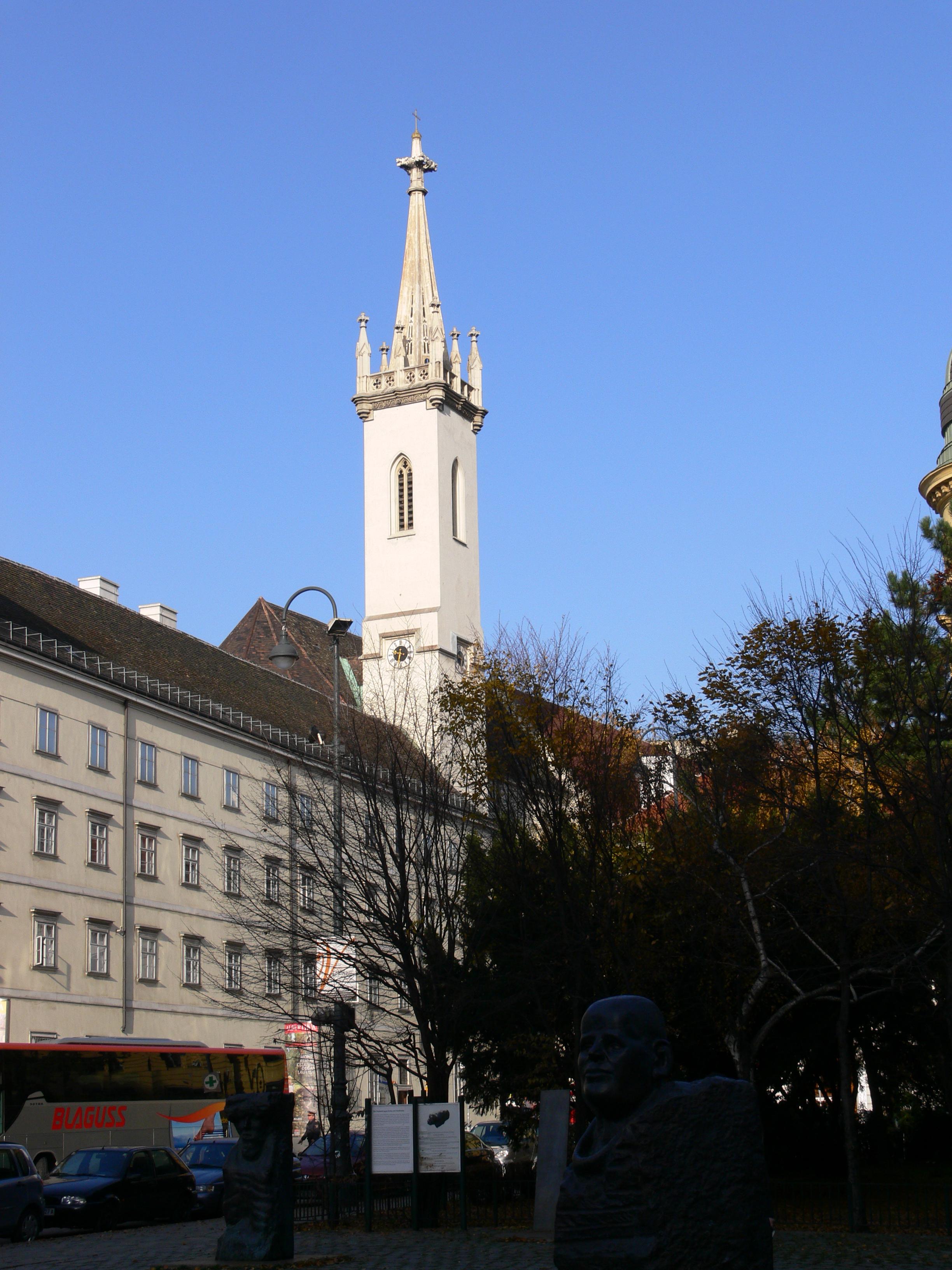 Wien Augustinerkirche Turm.jpg