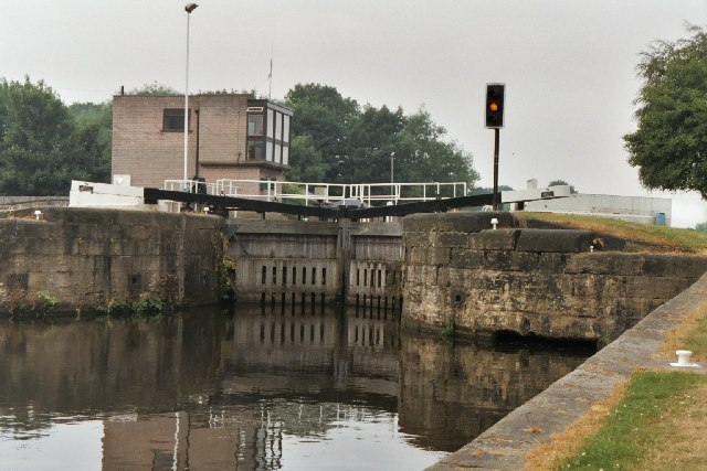 Woodlesford Lock No 4, Aire and Calder Canal, Yorkshire - geograph.org.uk - 57621