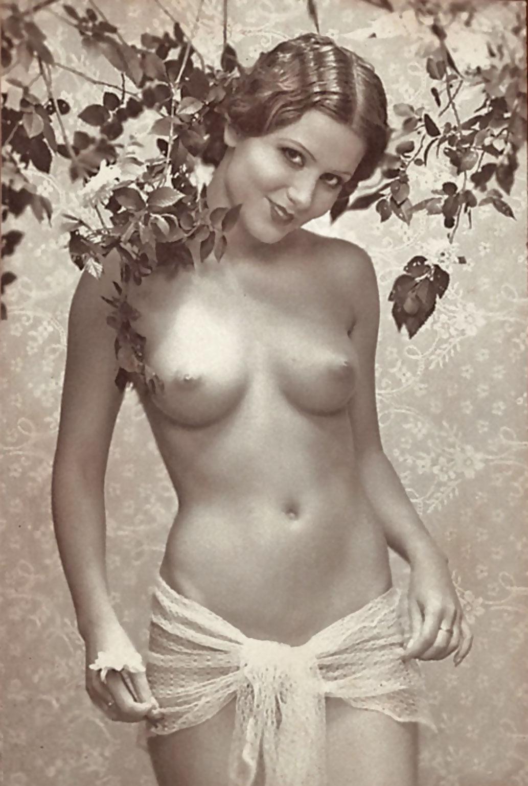 naked women smoking vids