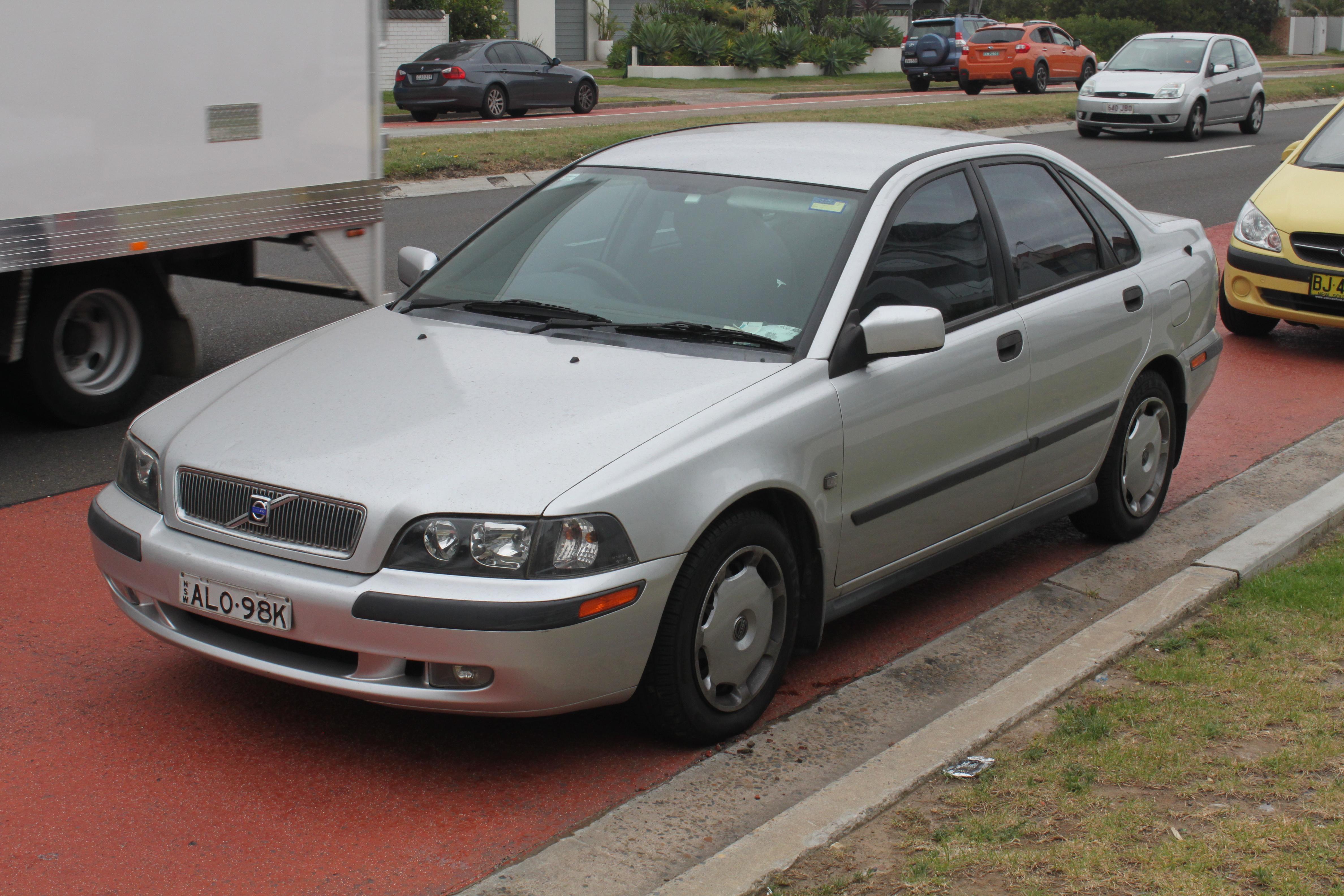 Plik 2002 Volvo S40 2 0 Sedan 23418615535 Jpg