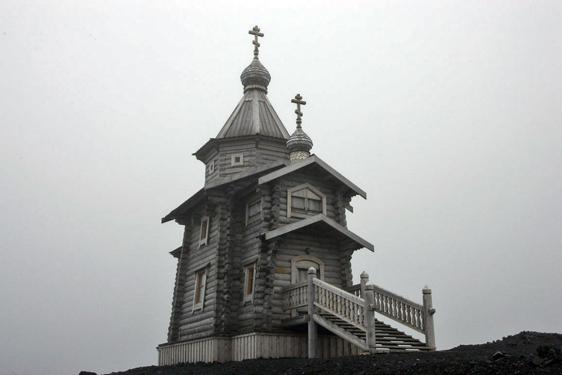 2005-02-25 Trinity Church at Bellingshaussen, Antarctica.jpg