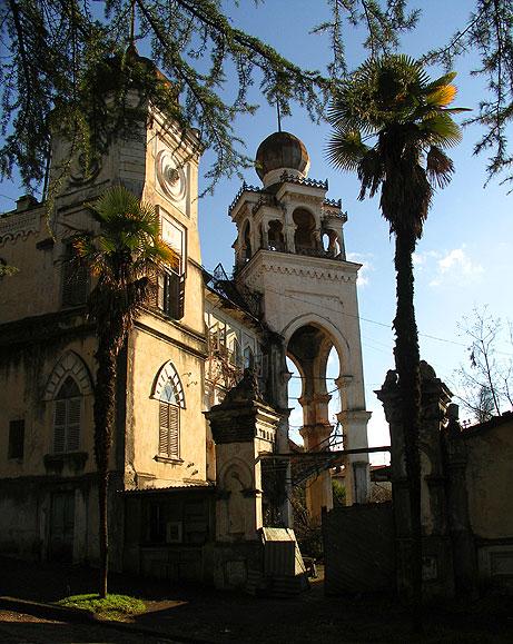 http://upload.wikimedia.org/wikipedia/commons/5/5c/Aloisi_villa_Sukhumi.jpg
