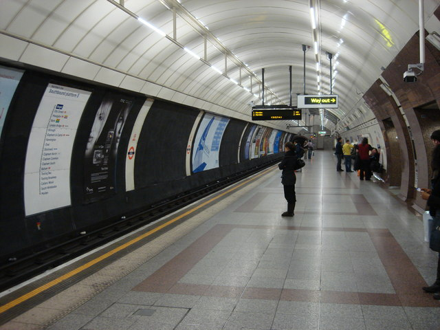 Angel tube station, Southbound platform - geograph.org.uk - 670202