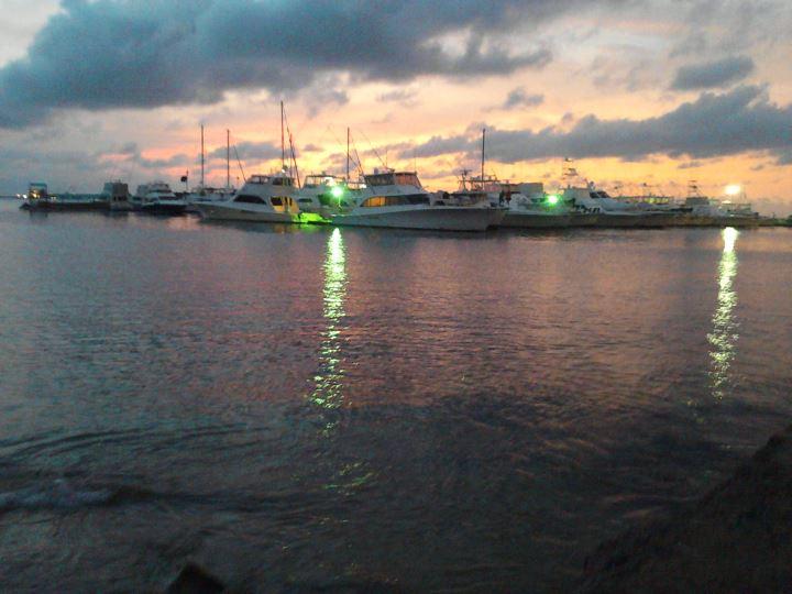 File:Atardecer Playa Sonrisa Puerto Cabello..jpg