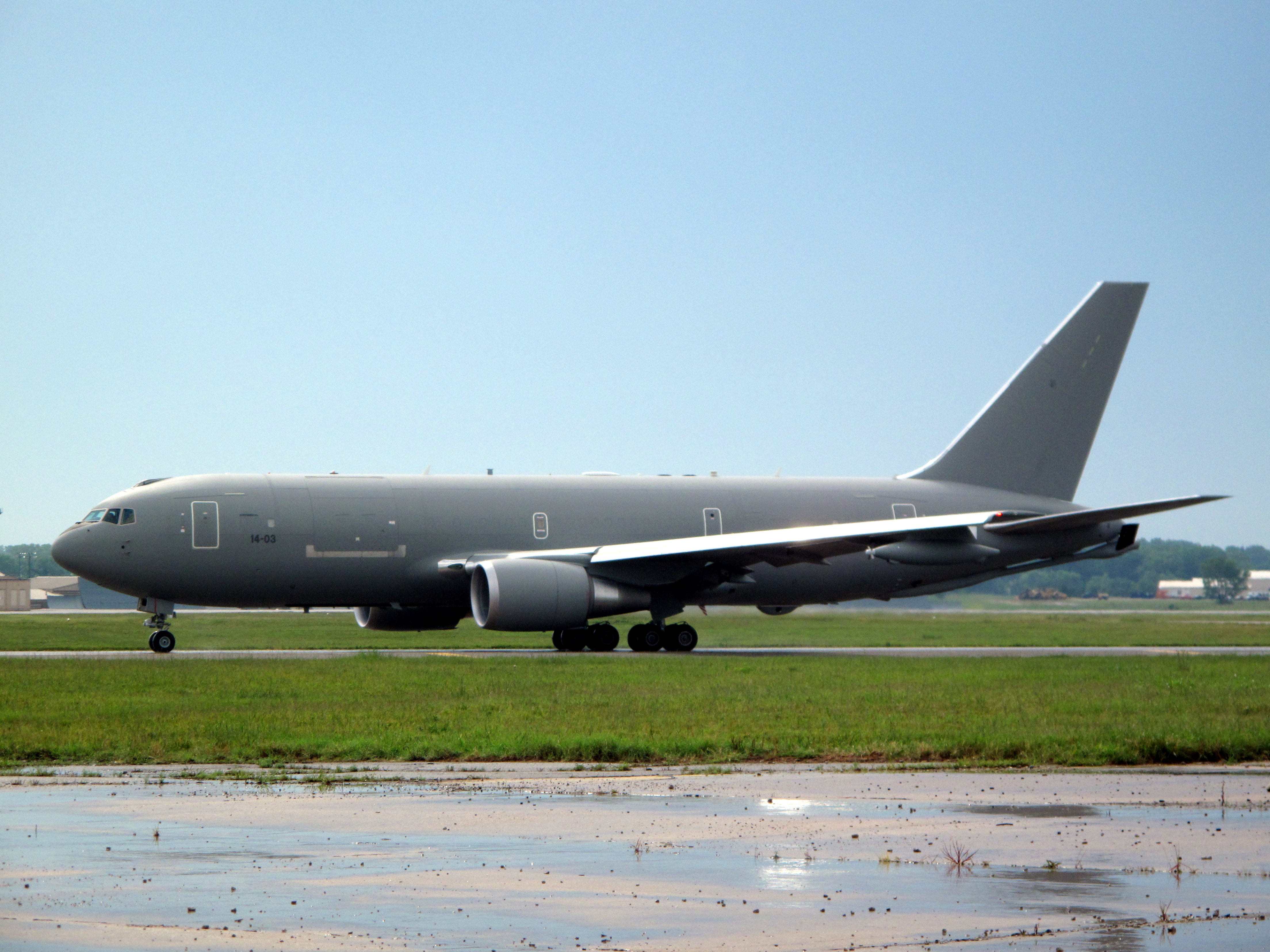 http://upload.wikimedia.org/wikipedia/commons/5/5c/BOEING_KC767_McConnellAFB.JPG