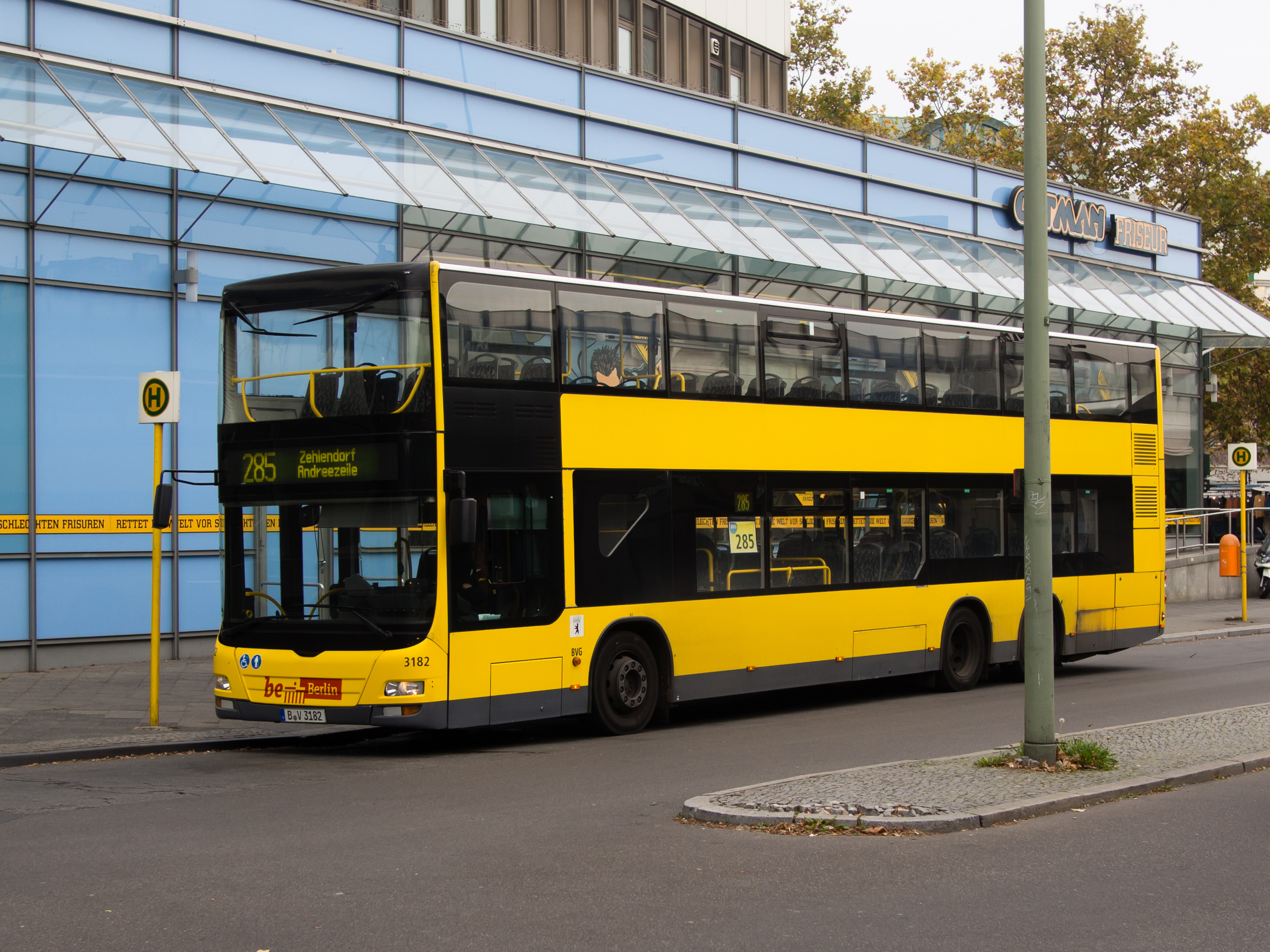 file bvg bus am rathaus steglitz 20141104 wikimedia commons. Black Bedroom Furniture Sets. Home Design Ideas