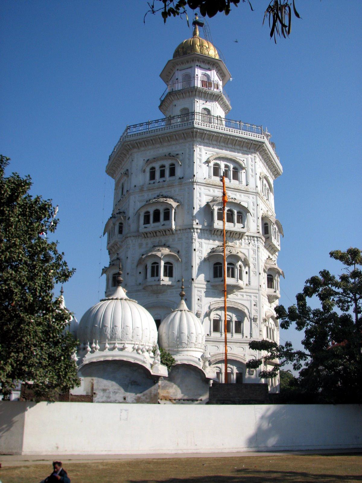 File:Baba Atal Gurdwara, Amritsar, Punjab, India.jpg ...