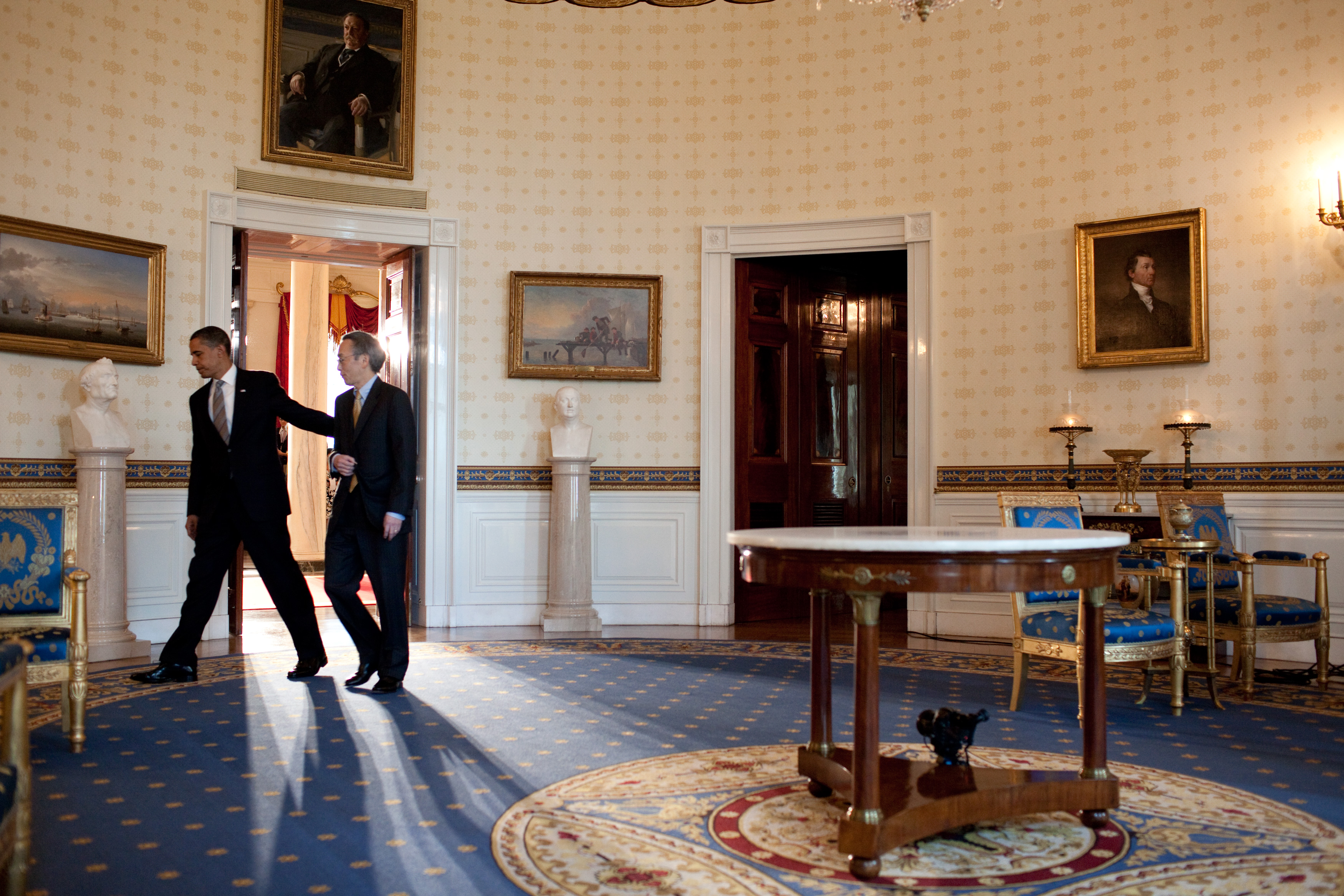 File Barack And Steven Chu In The Blue Room Jpg