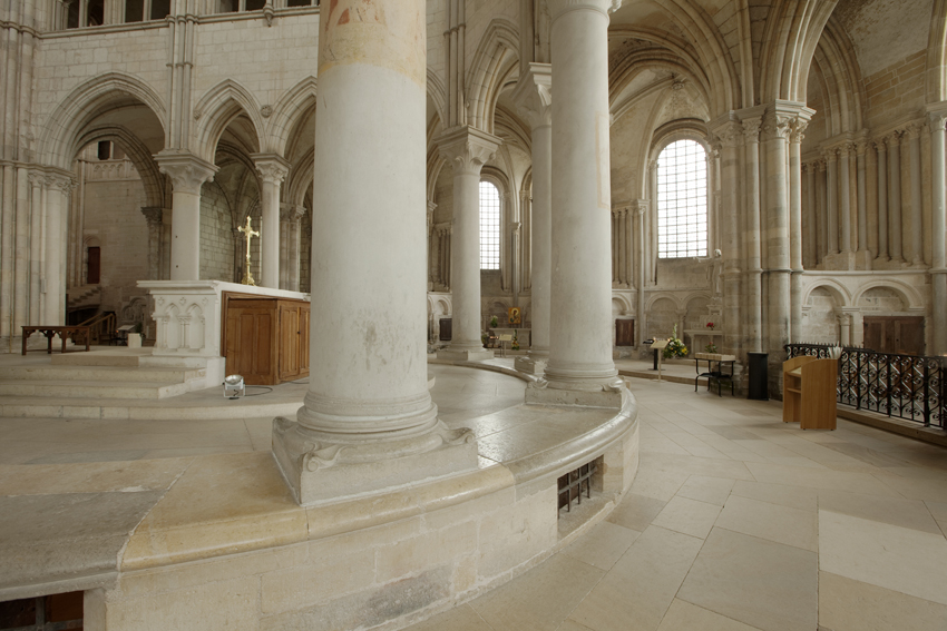 Basilique Sainte-Marie-Madeleine de Vézelay PM 46594.jpg