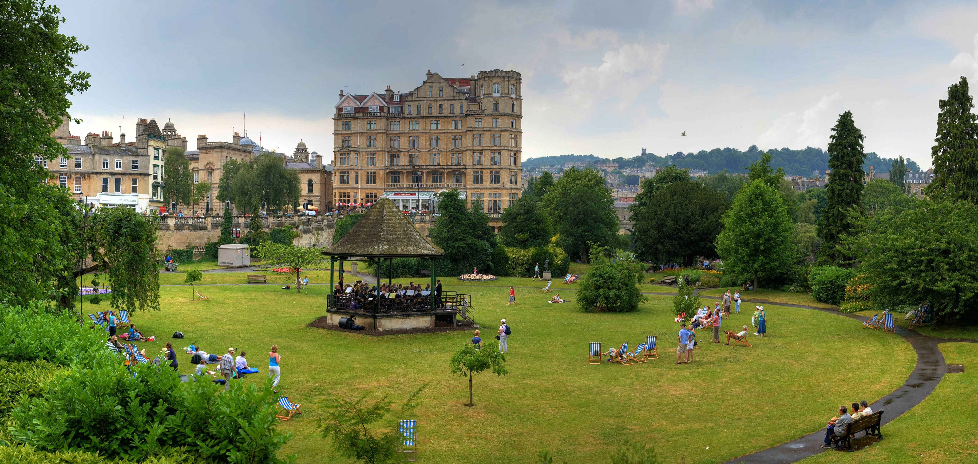bath - parade gardens - july 2006.jpg