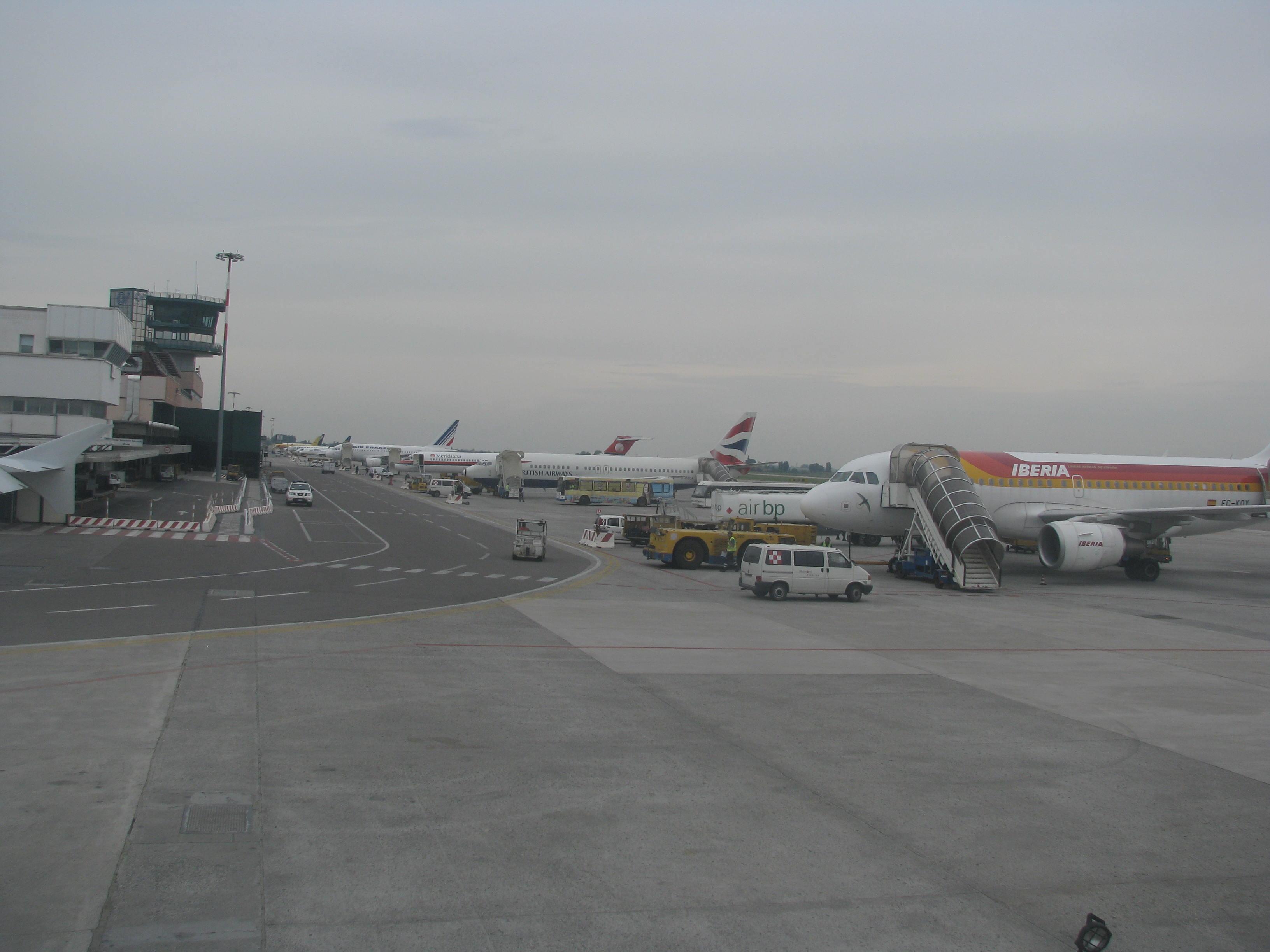 Aeroporto Guglielmo Marconi : Aeroporto bologna