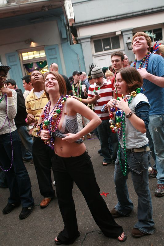 Description Bourbon Street Beeds Mardi Gras 2007.jpg