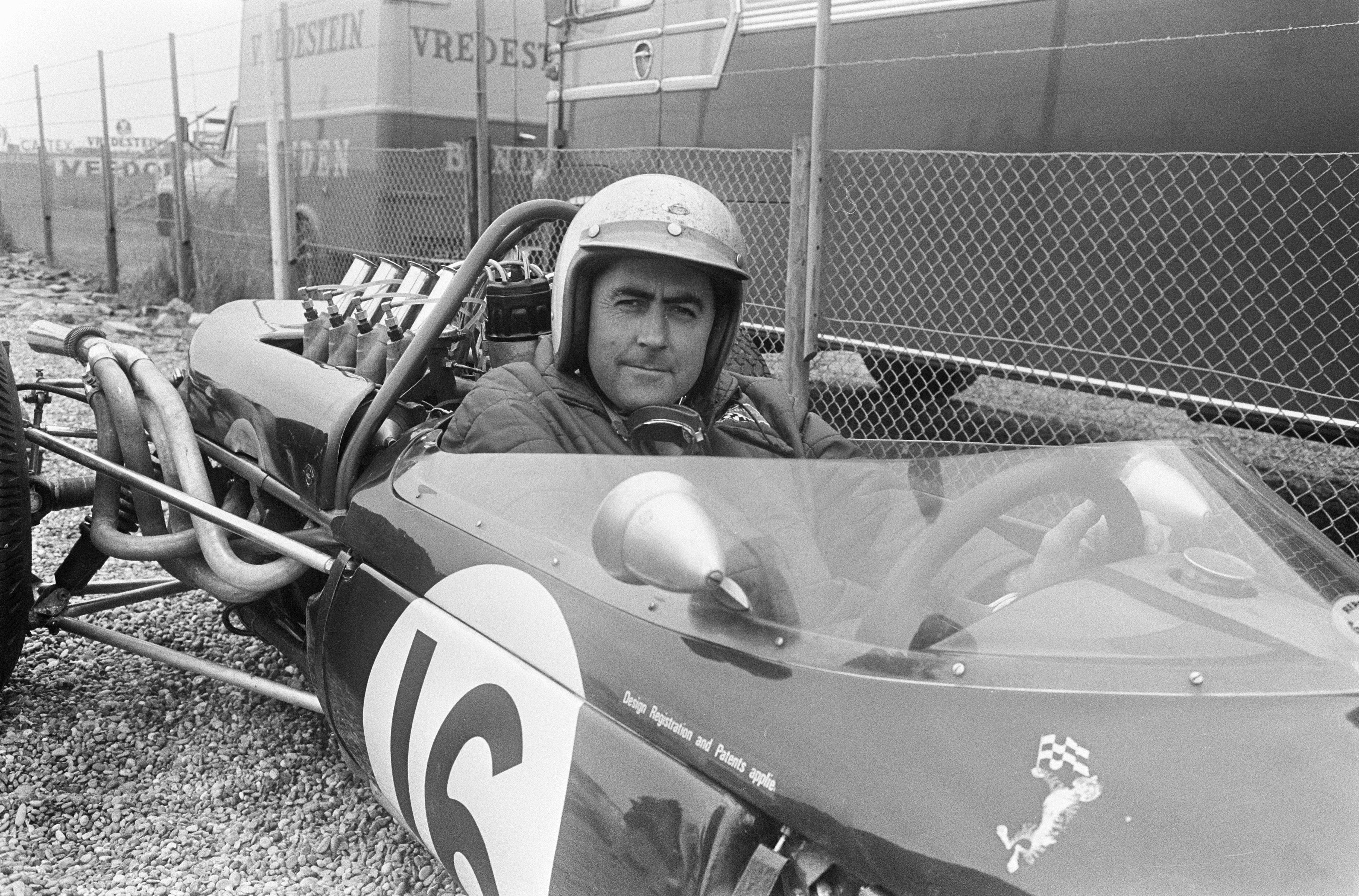 http://upload.wikimedia.org/wikipedia/commons/5/5c/Brabham_at_1966_Dutch_Grand_Prix.jpg