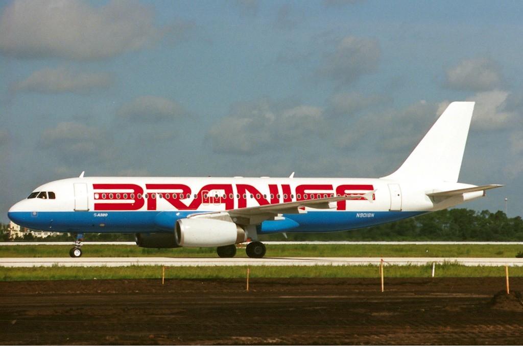 Braniff_Airbus_A320_Maiwald.jpg