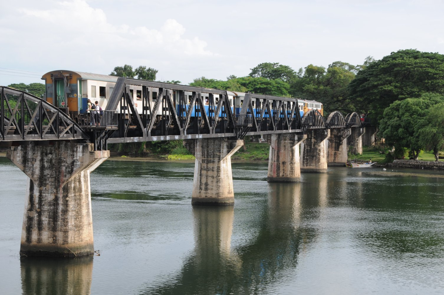 File:Bridge Over the ...River Kwai, Kanchanaburi, Thailand.jpg
