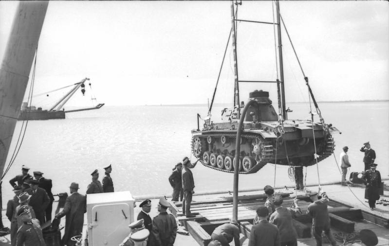 Bundesarchiv Bild 101II-MW-5674-43, Übungen mit Panzer III für Unternehmen Seelöwe