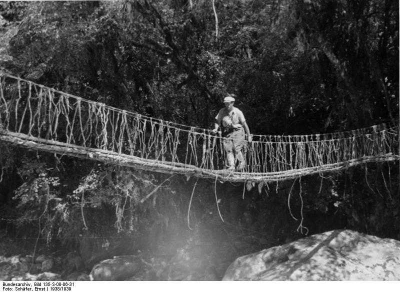 File:Bundesarchiv Bild 135-S-08-06-31, Tibetexpedition, Brücke mit Expeditionsteilnehmer.jpg