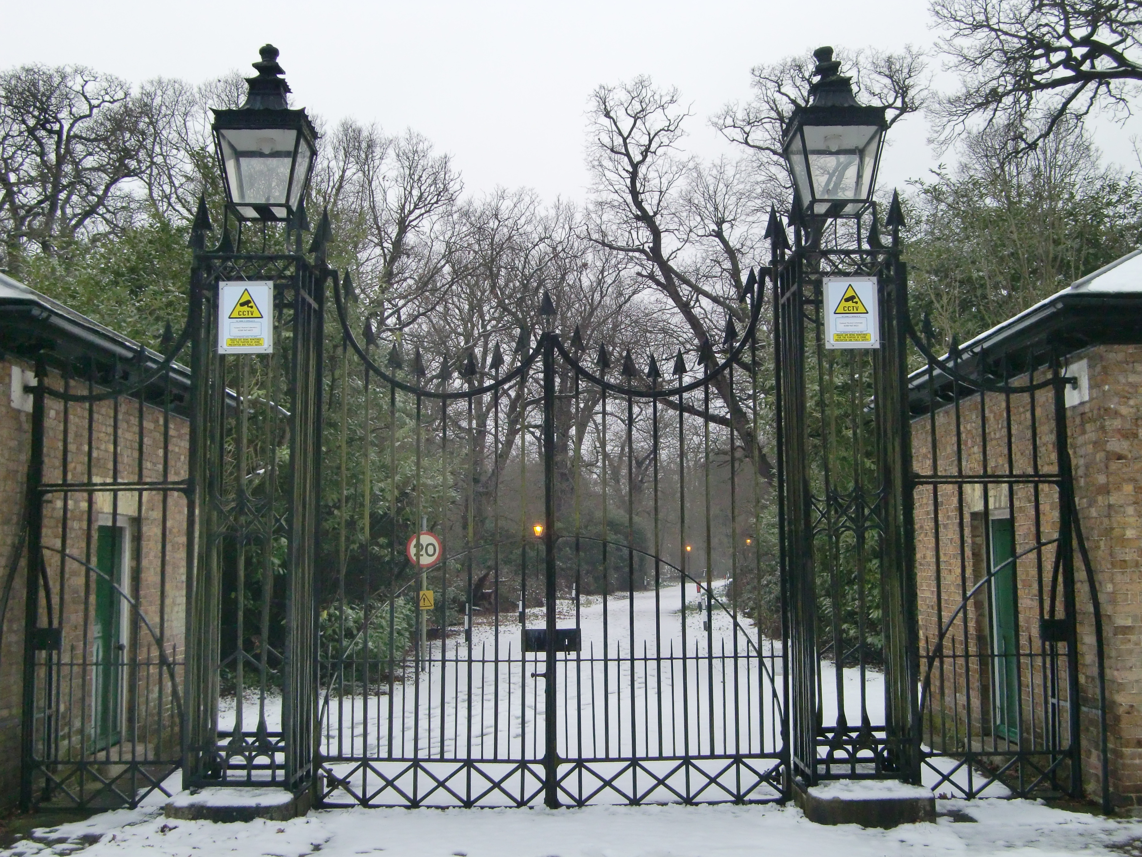 File Bushy House Gates In Bushy Park With Snow Jpg