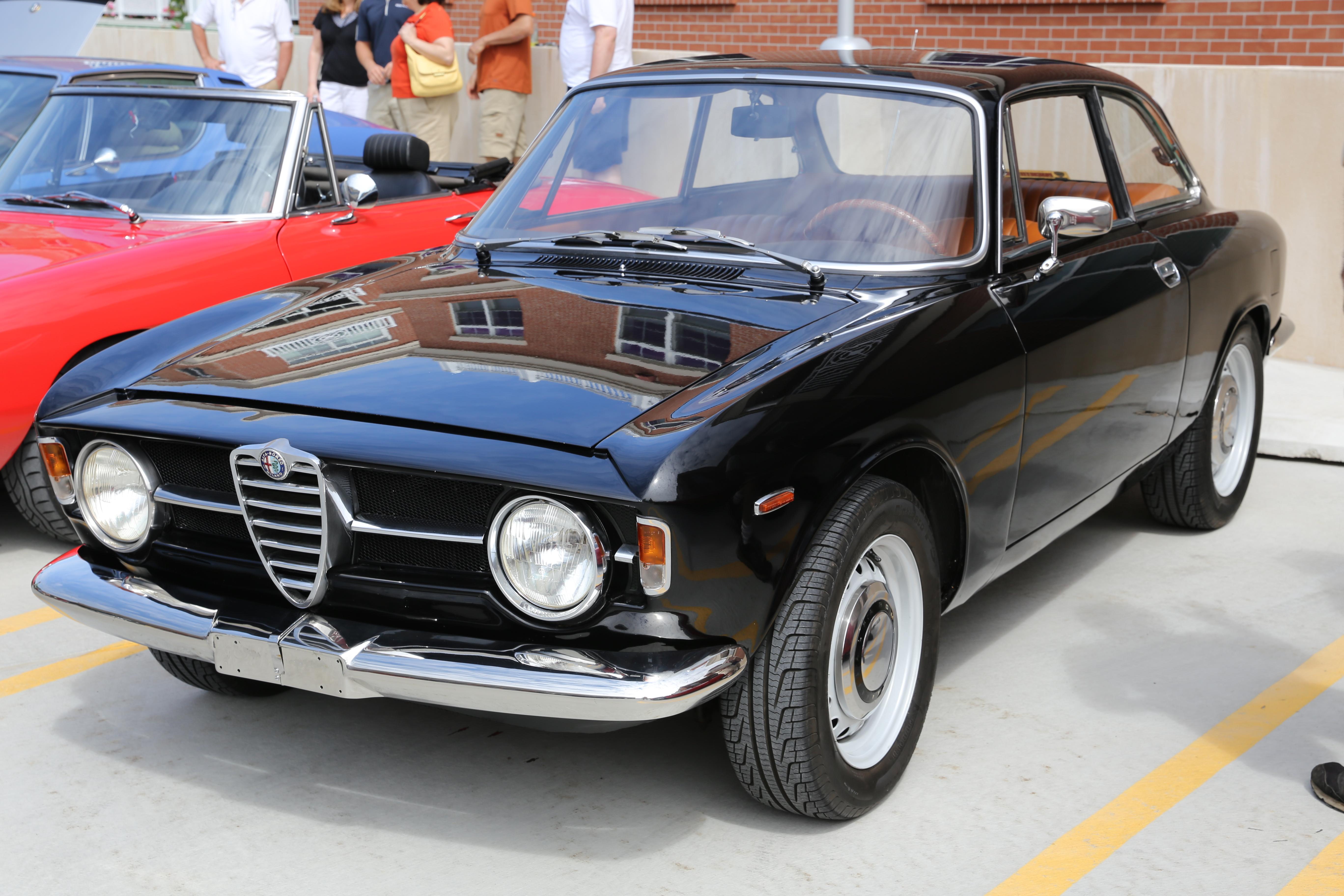 File:Ca. 1968 Alfa Romeo 1300 GT Junior (9601962401).jpg - Wikimedia Commons