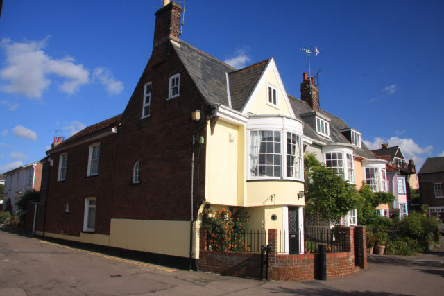 Captain's Cottages, Wivenhoe - geograph.org.uk - 999640