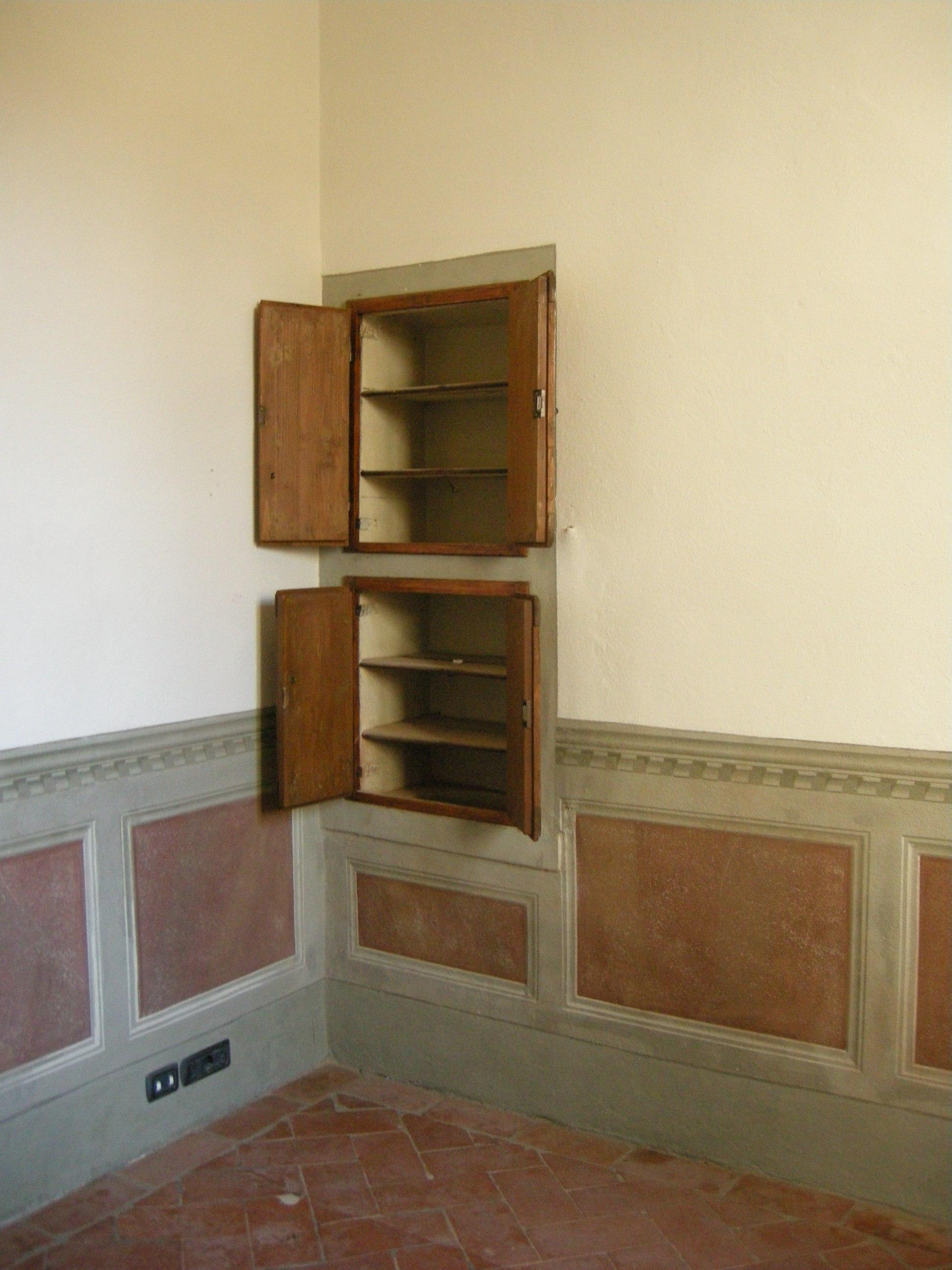File:Castello dellacciaiolo, interno, armadio a muro.JPG - Wikimedia Com...