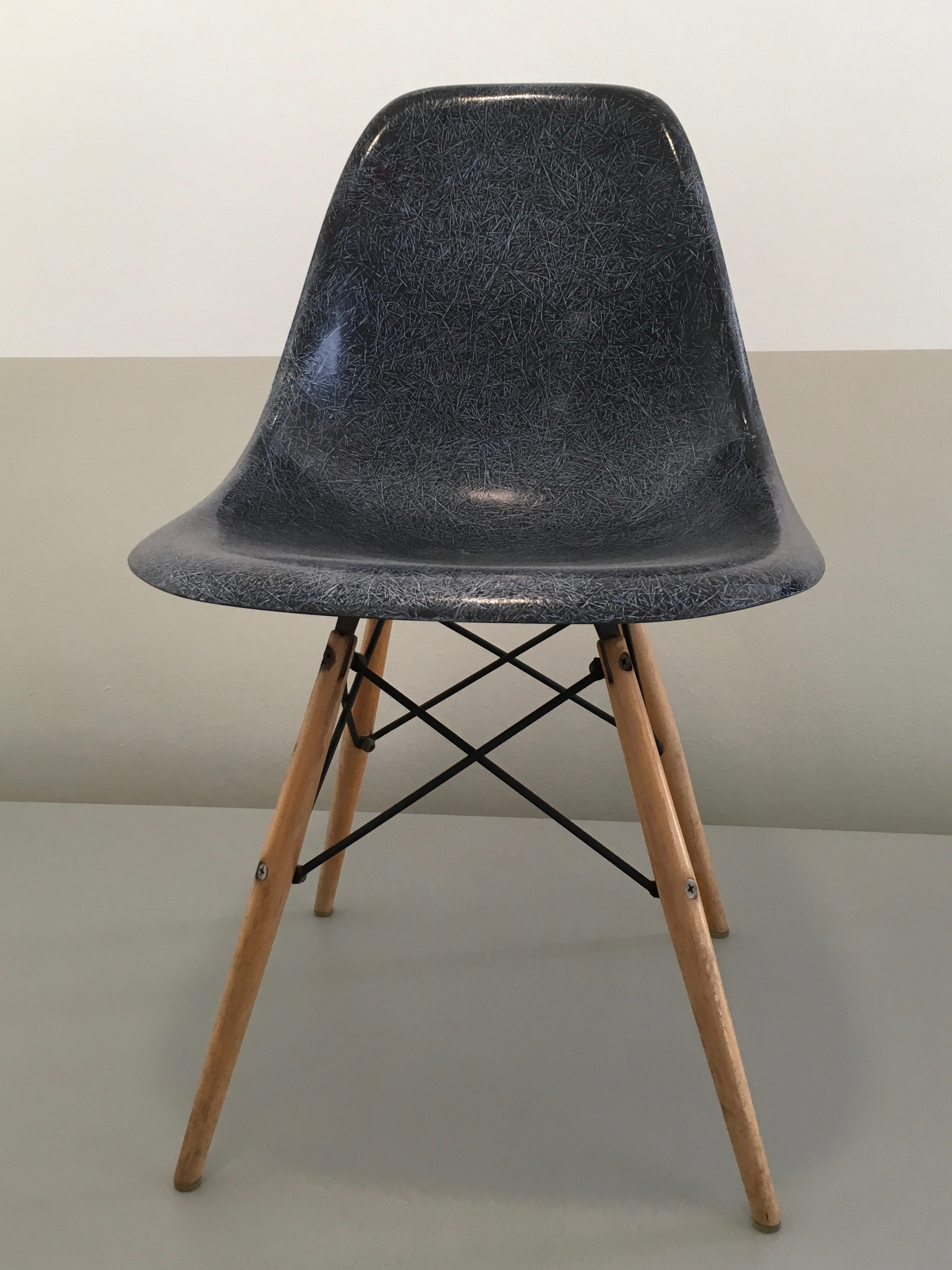 File:Charles And Ray Eames   Bucket Chair   1950 1953   Boijmans V