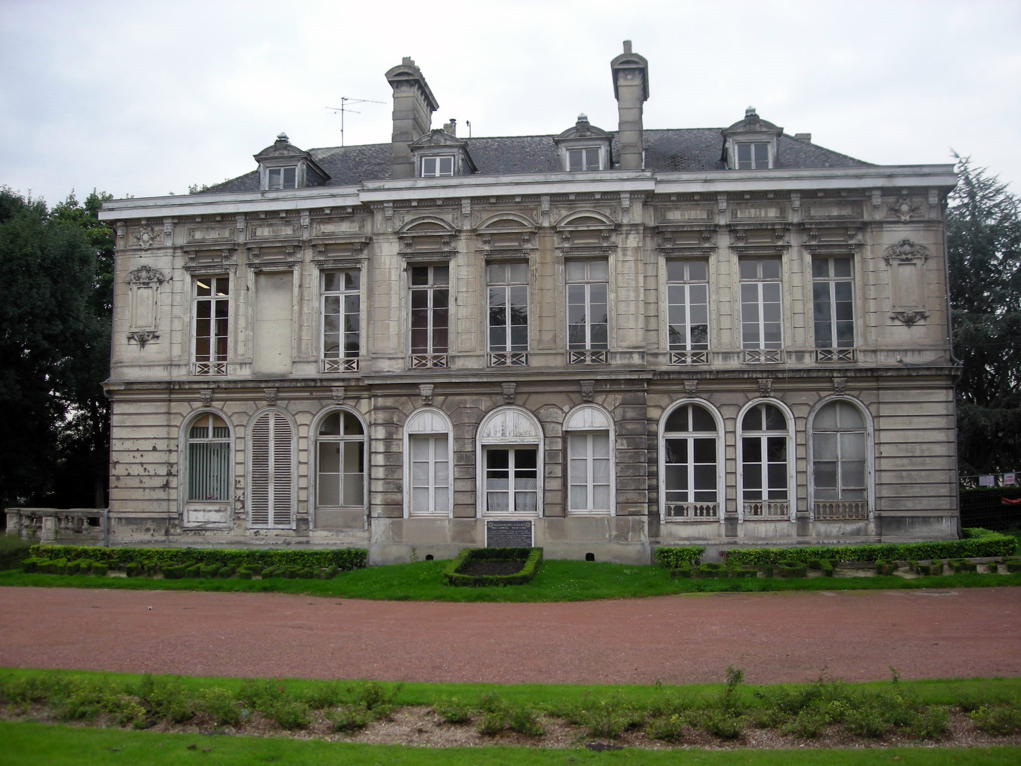 File chateau de pierre d sandrouins fr re de jacques construit au d but du - Chateau du 18eme siecle ...