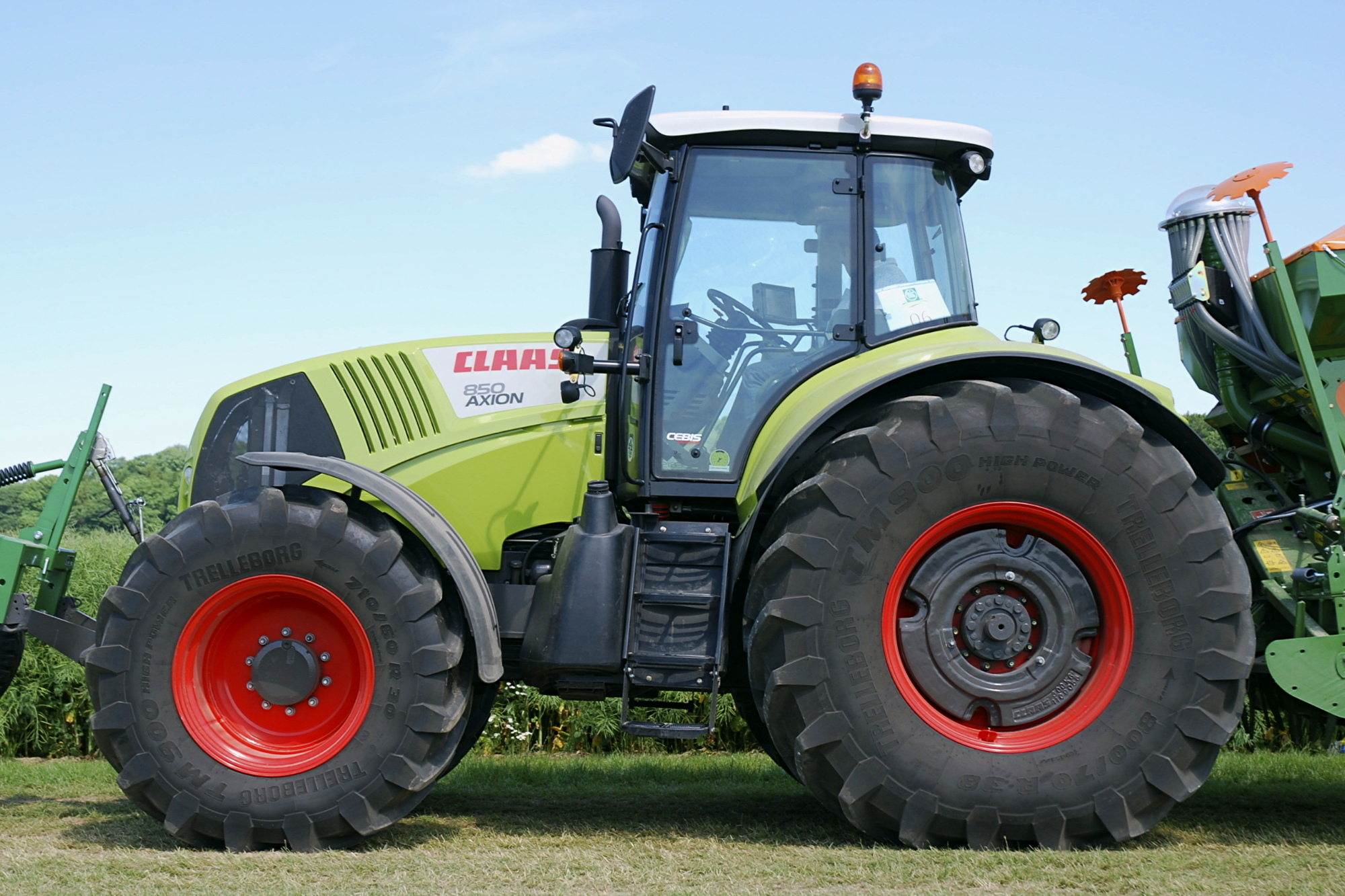 Description Claas Axion 850.jpg