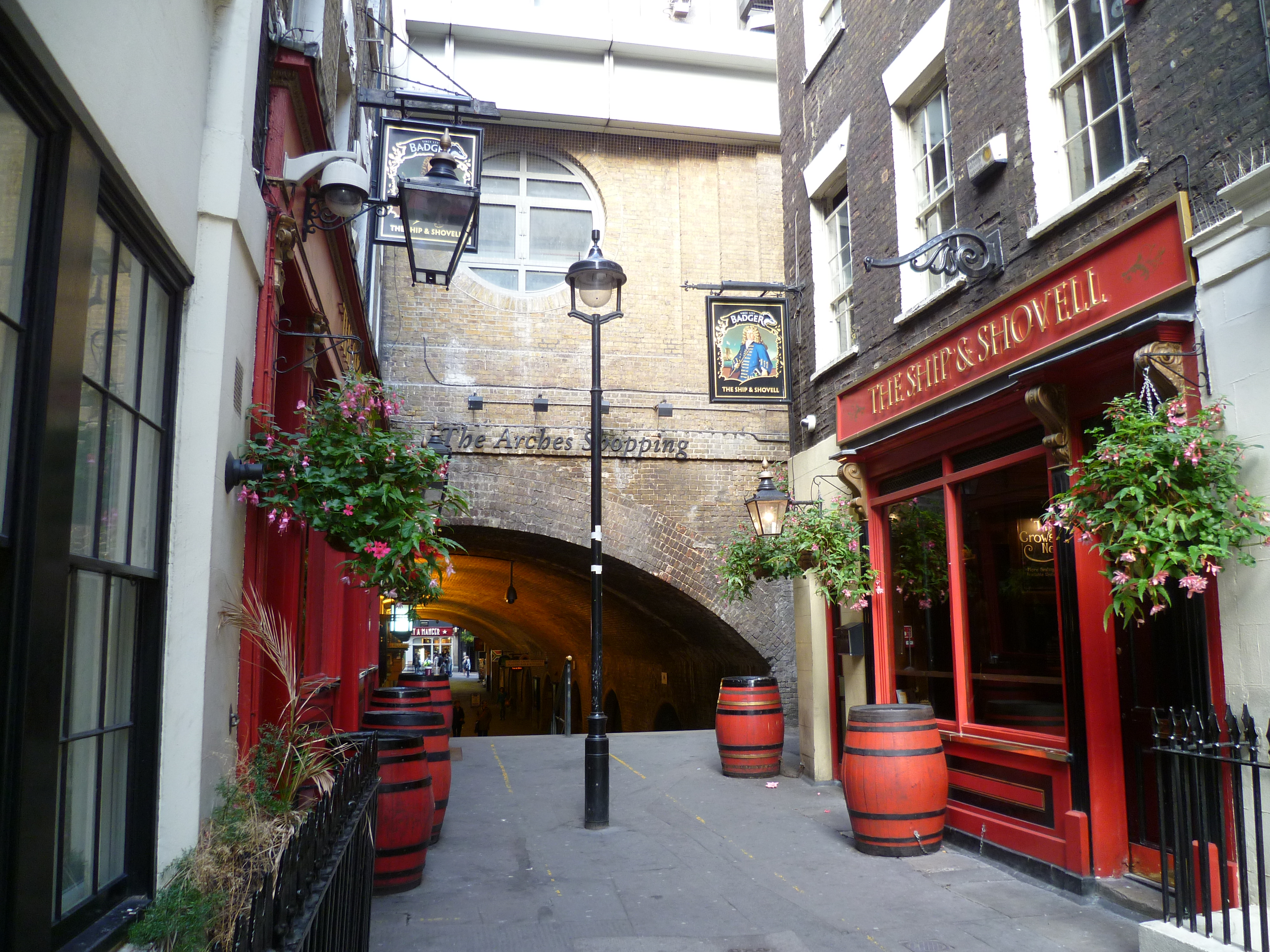 Craven Passage%2C The Ship and Shovell pub