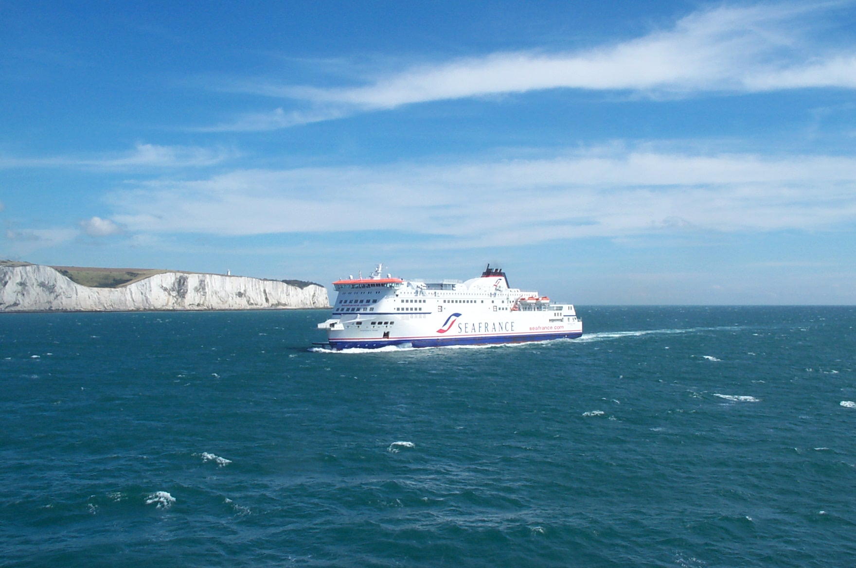 Crossing_the_English_Channel_%28Le_Manche%29._White_cliffs_of_Dover_in_background.jpg?profile=RESIZE_400x