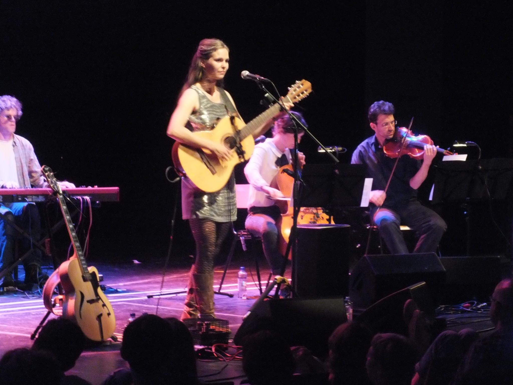 File:Dota-und-Band-und-Orchester-am-12-Juli-2014-in-der ...