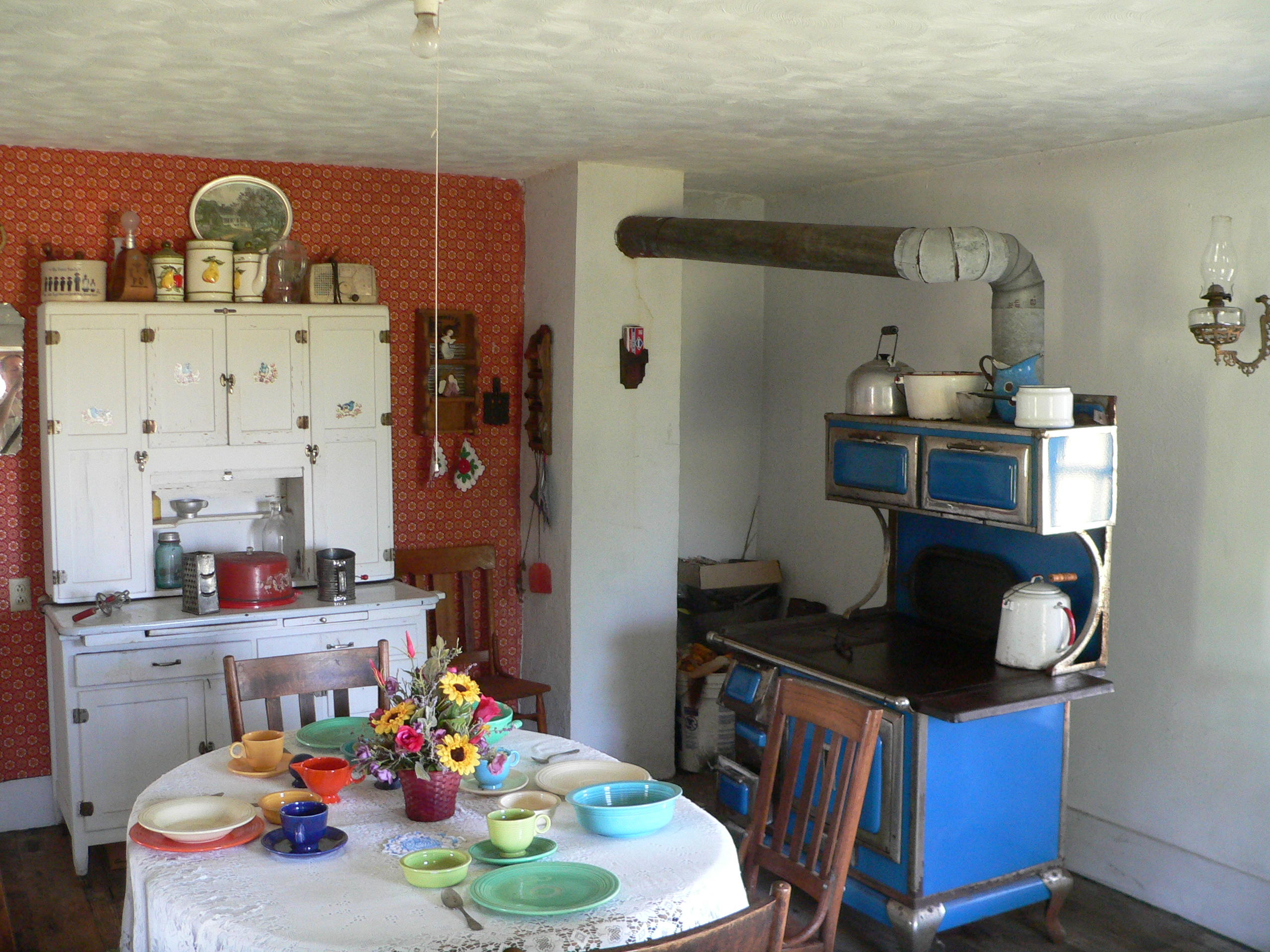 File:Dowse sod house interior kitchen face NW.JPG ...