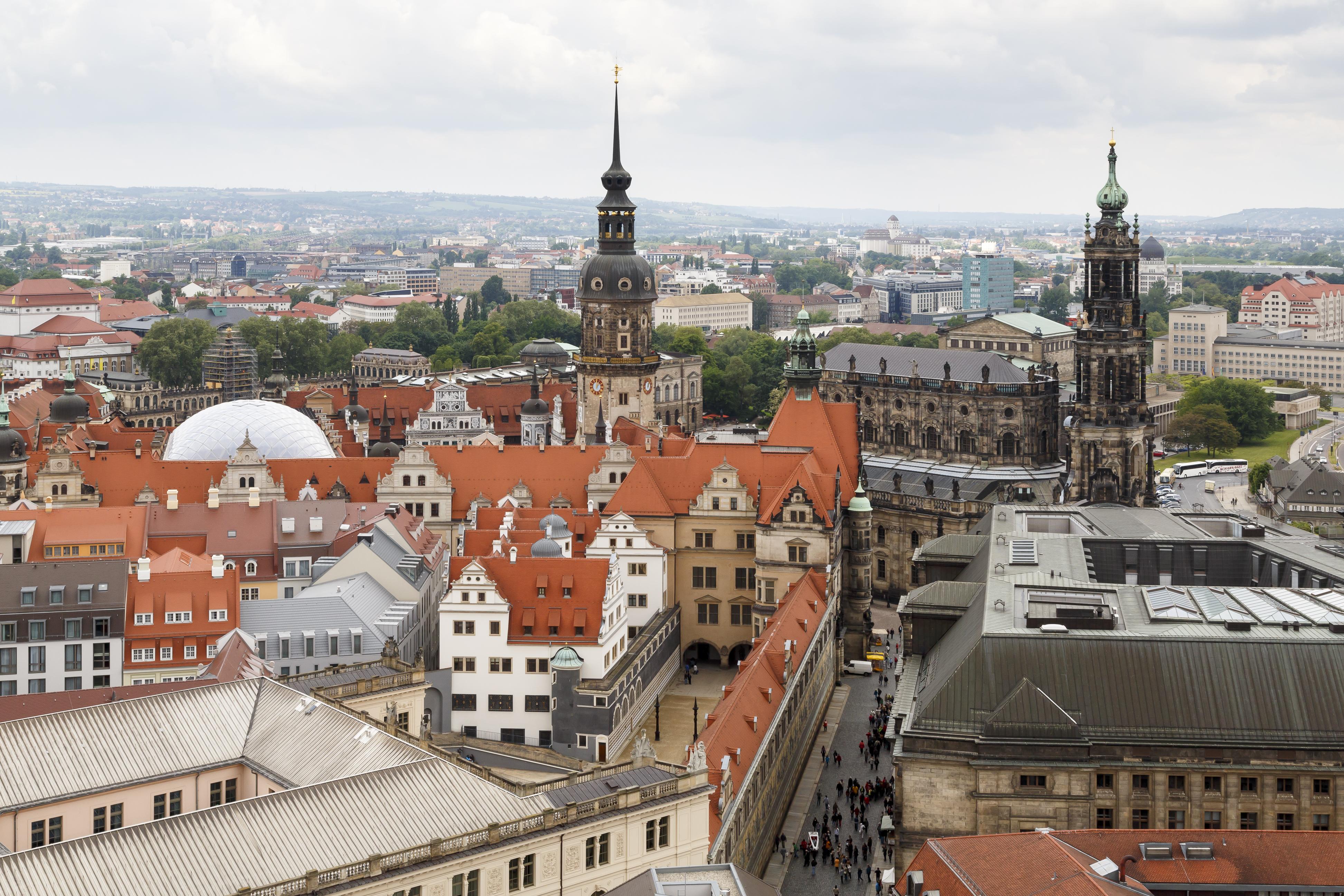 Különböző városok, városrészek, területek üvegnegatívjai.