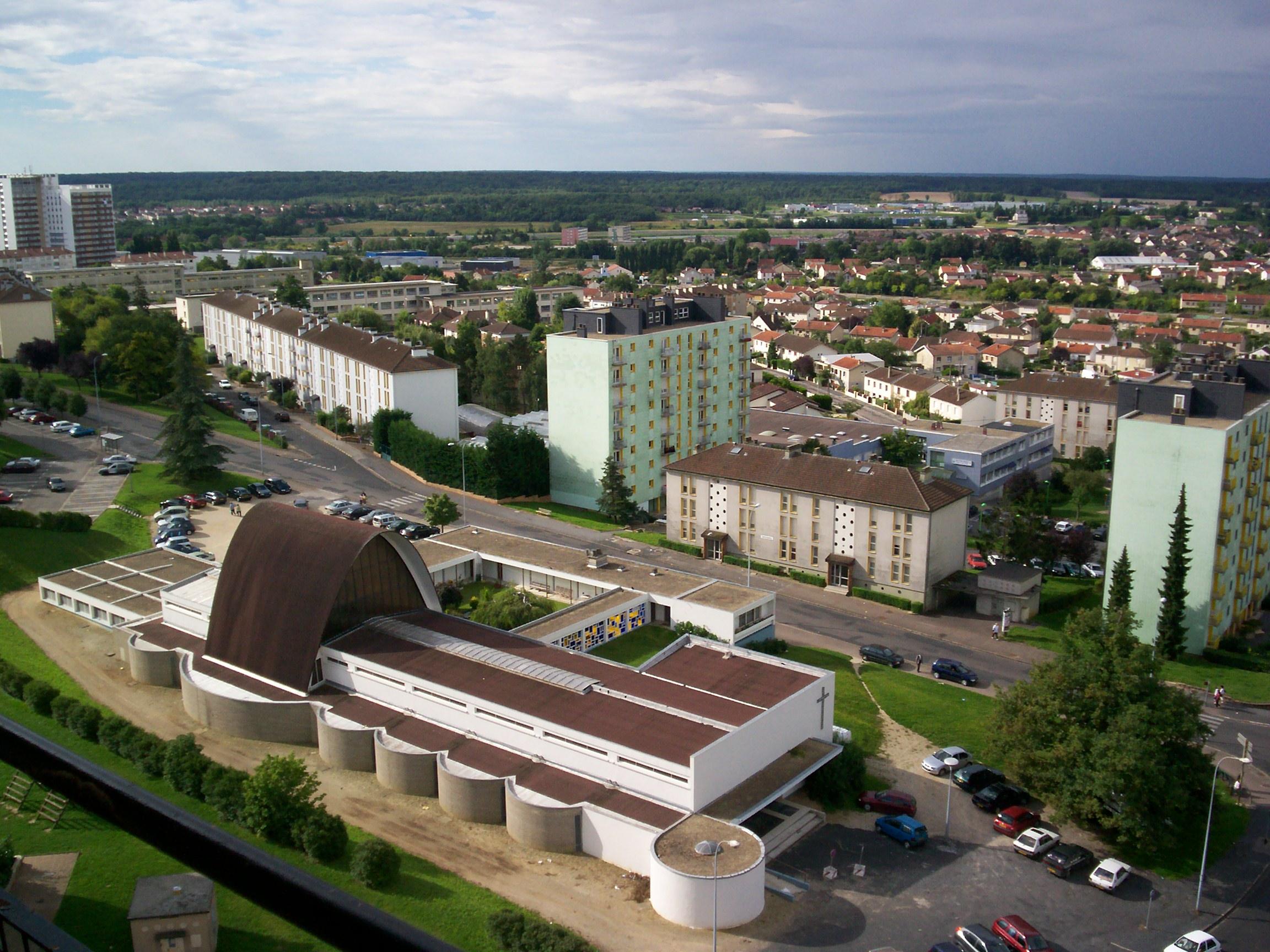 File eglise sainte therese jpg wikimedia commons - Eglise sainte therese guilherand granges ...