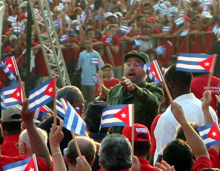 Fidel Castro 1. Mai 2005 bei Kundgebung.jpg