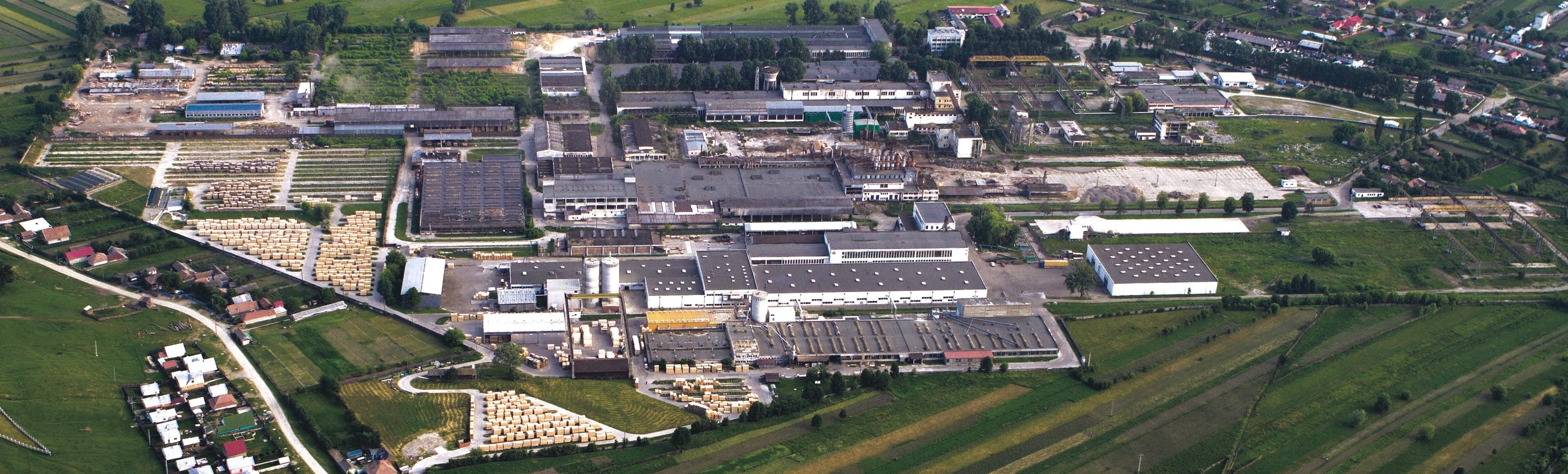 http://upload.wikimedia.org/wikipedia/commons/5/5c/Flugaufnahme_des_Werkes_der_Schweighofer_Holzindustrie_in_Com%C4%83ne%C8%99ti_(Rum%C3%A4nien).jpg