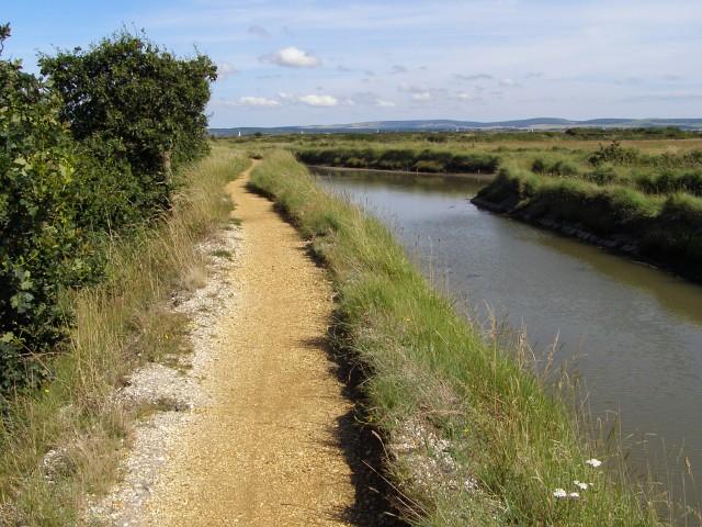 Footpath alongside the inlet, near Woodside - geograph.org.uk - 503950