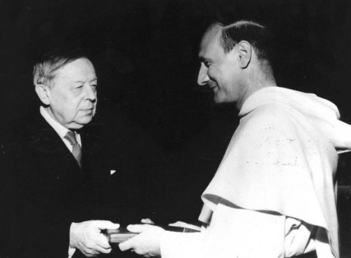 Georges Pire receives the Nobel Prize for Peace 1958 from Gunnar Jahn, Chairman of the Nobel Committee, at the University of Oslo. Georges Pire 1958 nobel.jpg
