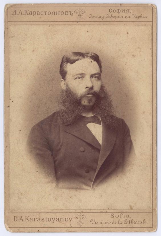 https://upload.wikimedia.org/wikipedia/commons/5/5c/Georgi_Stranski_2.jpeg