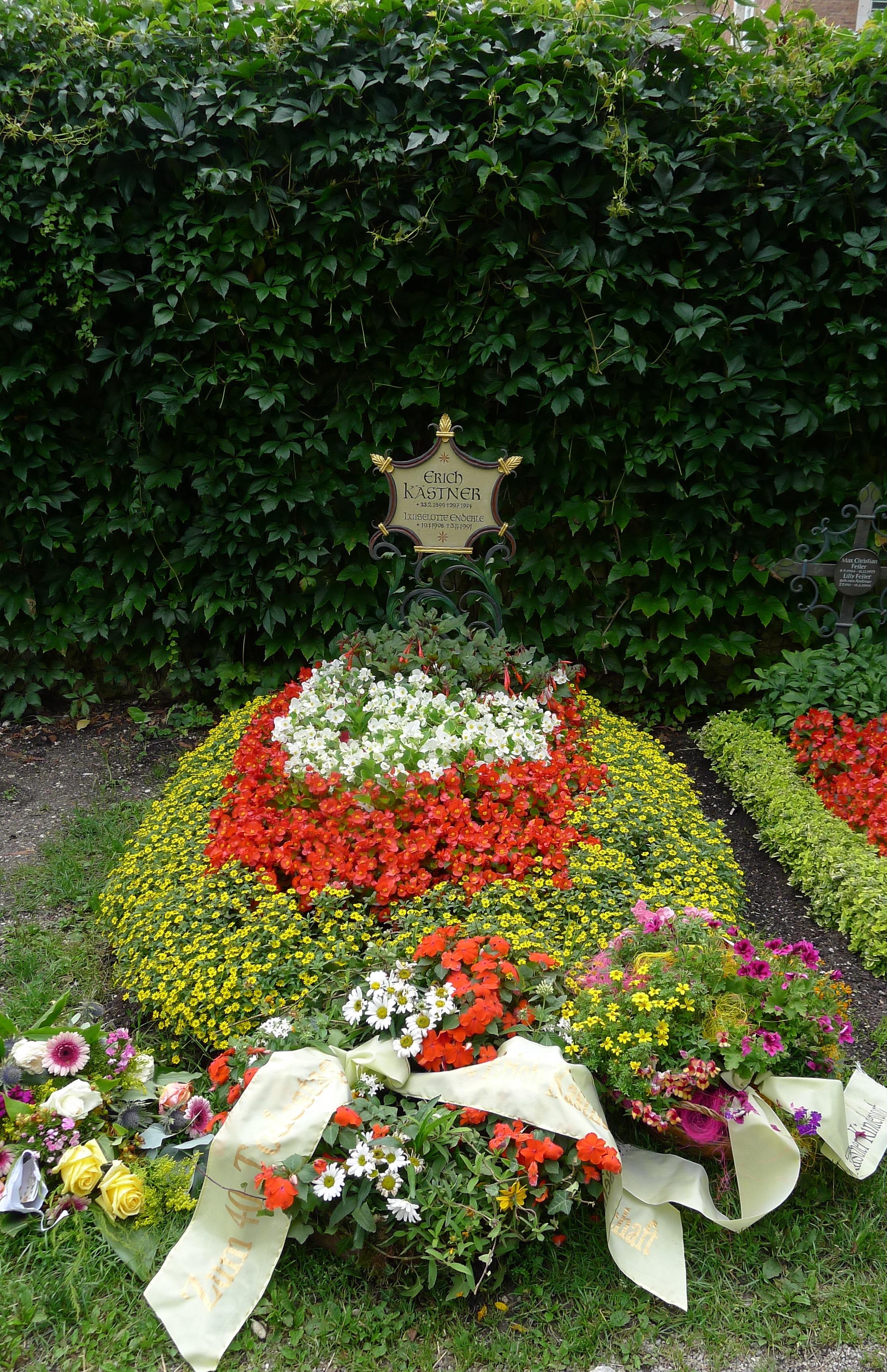 Grab von Erich Kästner