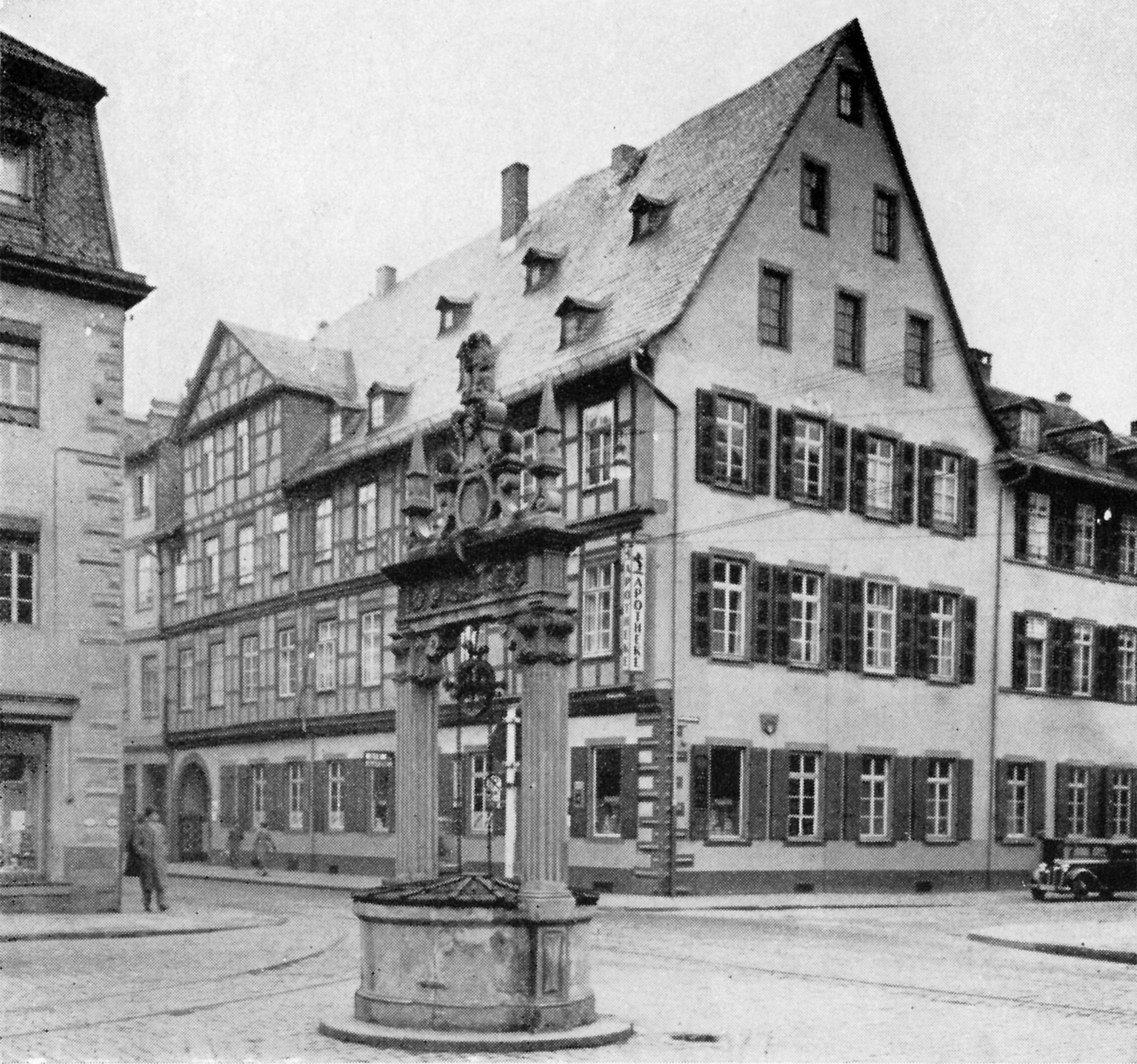 File:Hanau Neustadt - Marktbrunnen SO und Haus zum Einhorn.png ...